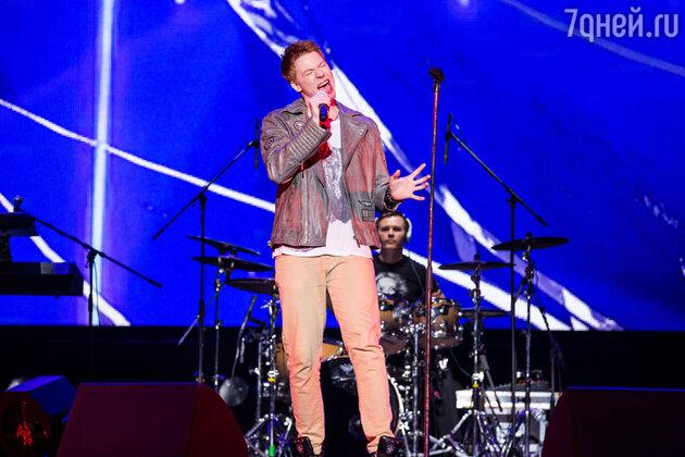 Никита Пресняков  выступает на сольном концерте  Кристины Орбакайте  «Поцелуй на бис»