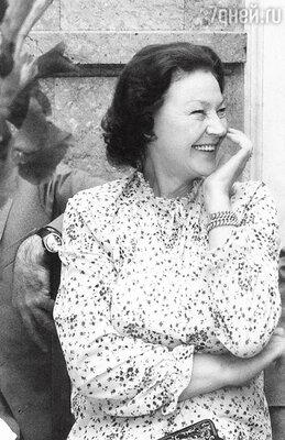«Двенадцать лет назад умерла моя жена Нина Крайнова. С ней я прожил 48 лет. Потеря была очень болезненной. Нина родила мне единственную дочку Раису»