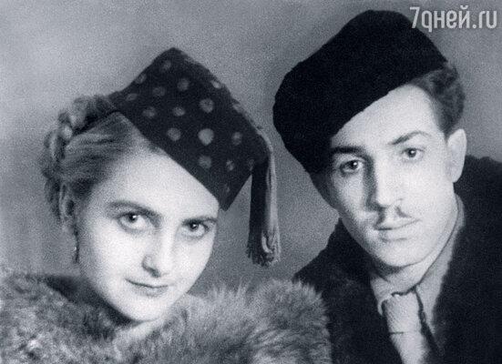 Сиреневая шляпа тети Жени и номер ее мужа Якова с гармошками, исполненный в нашей квартире, были яркими впечатлениями моего детства