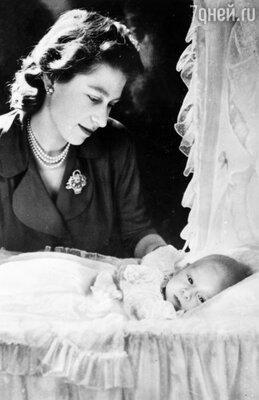 Королева Елизавета II с сыном принцем Уэльским Чарльзом