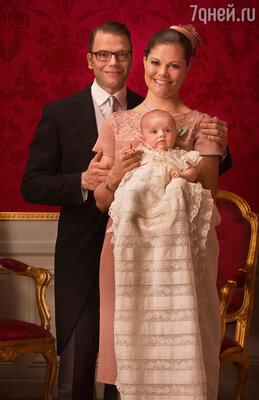 Принцесса Швеции Виктория и  Даниэль  Вестлинг с дочерью принцессой Эстель