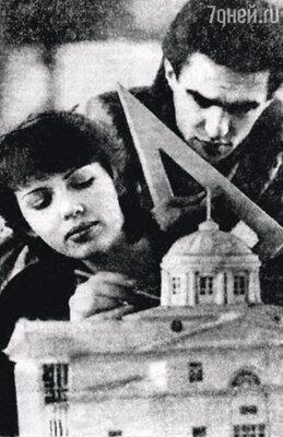 Мы со Славой отучились в художественных школах и уже в 16 лет поступили в Свердловский архитектурный институт