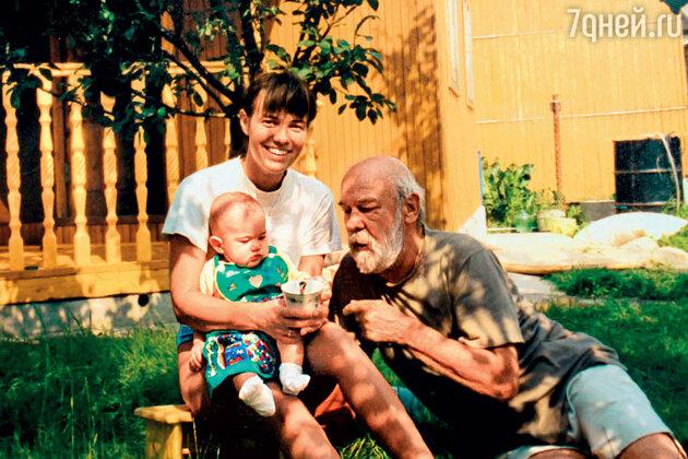 Надежда Борисова с отцом и дочерью Ксенией