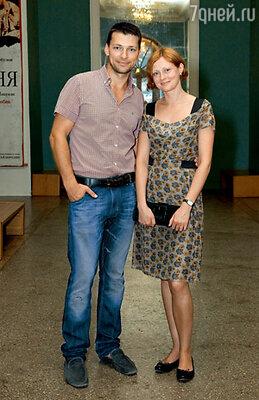 Поздравить Миронова пришли Даниил Страхов и его супруга Марина Леонова