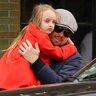 9 ноября 2013 года. Леонардо Ди Каприо с дочкой своего лучшего друга Тоби Магуайра.