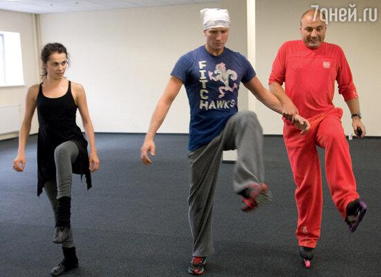 Сати Казанова, Роман Костомаров и Александр Жулин придумывают танец «влюбленных роботов»