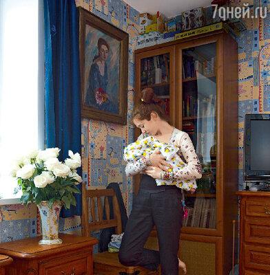 Первые полгода жизни малыша Анна с мужем решили провести вдали от столичной суеты, в Новосибирском академгородке, где специально купили квартиру