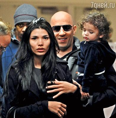 Вин Дизель с дочерью Ханией Райли и подругой Паломой Хименес