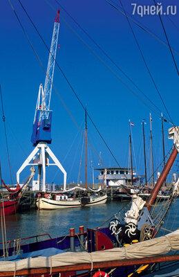Строители уже давно не поднимаются в этот кран, расположенный в одном из портов Нидерландов. Поскольку кабина крановщика...