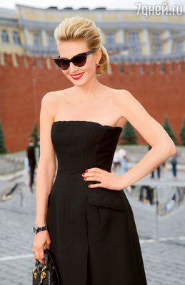 Рената Литвинова в «кисках». Москва, 2013 год