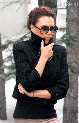 Виктория Бекхэм ходила по Москве в крупных очках. 2010 год