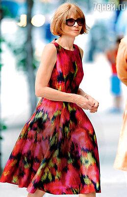 Самый влиятельный модный критик в мире Анна Винтур на все показы ходит только всолнцезащитных очках. Нью-Йорк, 2013 год
