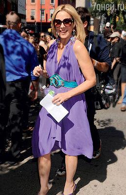 Крупная оправа — выбор Ким Кэттролл. На съемках сериала «Секс в большом городе 2». Нью-Йорк, 2009 год