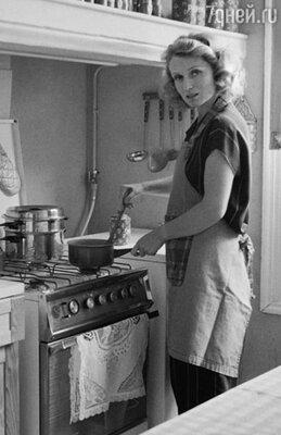 Сама жизнь сделала из меня актрису, поставила в условия выживания. Профессия спасала. (Мари-Кристин на съемках) 1980