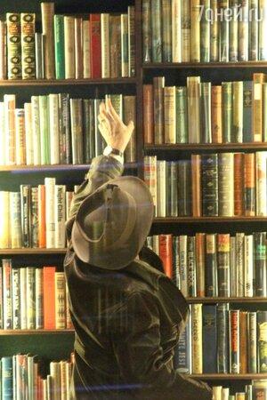 Джонни Депп в книжном магазине