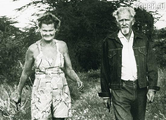 Они встретились в 1942 году  на Рождество и полюбили друг друга  с первого взгляда. Джордж  и Джой Адамсон, 1971 г.