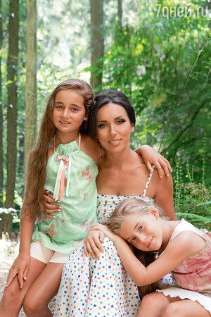 Алсу с дочками Сафиной и Микеллой