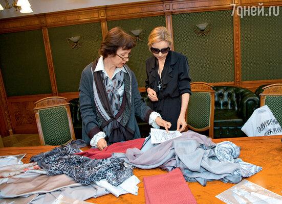 Марине Зудиной — будущей Аркадиной — приглянулись роскошные итальянские шелка. С художником по костюмам Светланой Калининой
