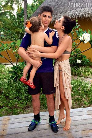 Жасмин с дочкой Маргаритой и сыном Михаилом