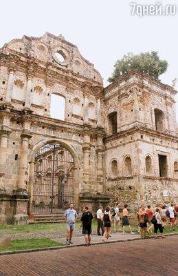 Руины этого католического собора решено было оставить нетронутыми