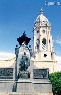 В Каско-Вьехо, как и в любом латиноамериканском городе, есть памятник Симону Боливару — освободителю континента от испанского владычества. И памятник, и собор, расположенный рядом, были бережно отреставрированы