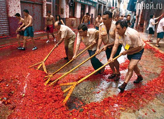 В дни недавнего томатного побоища в испанском Буньоле было израсходовано 117 тонн помидоров!