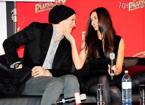Эштон Катчер с женой Деми Мур. 2010 г.