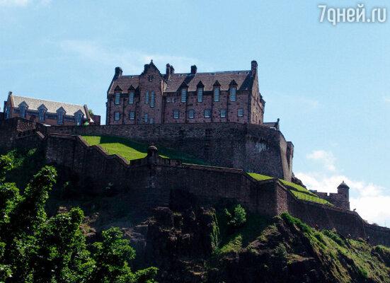 В замке Эдинбурга хранится знаменитый Камень Судьбы – советчик королей Шотландии