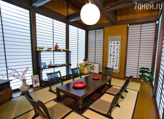 Эта японская комната — подарок знаменитого архитектора Кензо Танге, друга Ростроповича. Она была собрана в Японии и полностью перевезена на корабле в Санкт-Петербург