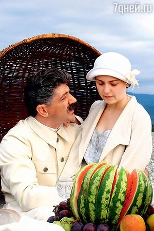 Ольга Будина с Дутой Схиртладзе в фильме «Жена Сталина». 2006 год