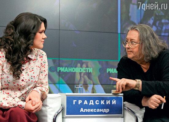 Спобедительницей первого сезона «Голоса» Диной Гариповой на пресс-конференции