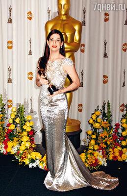 «Я посвящаю этот «Оскар» всем матерям и их детям», — сказала актриса, получив долгожданную статуэтку за роль, которую она, как чуть позже выяснилось, уже начала исполнять в своей реальной жизни...