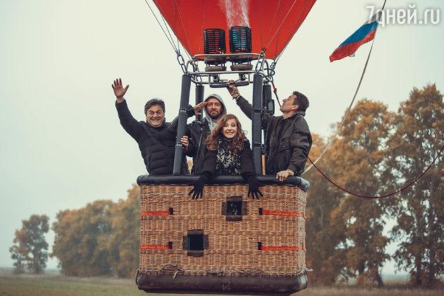 Лиза Арзамасова с коллегами по полету