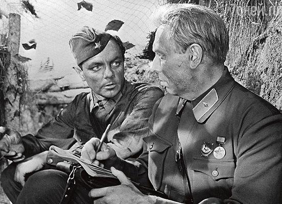 Лавров и Папанов в фильме «Живые и мертвые». 1963 год