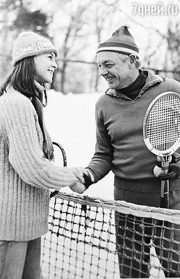 С внучкой Олей на теннисном корте. 2000-е годы