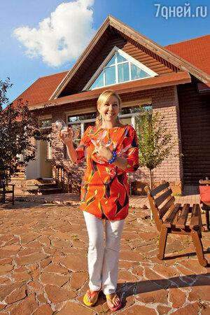 Арина Шарапова на  даче в Подмосковье