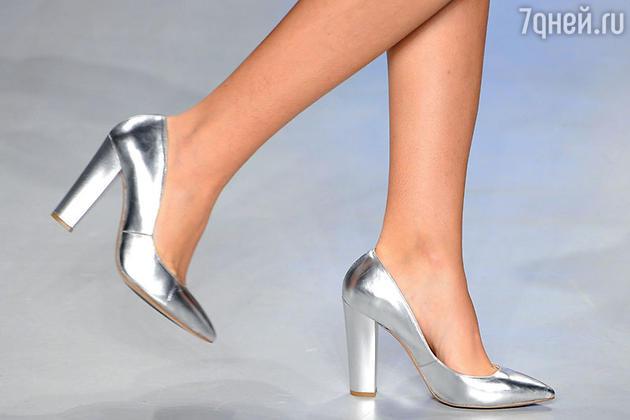 Серебряные туфельки — универсальная обувь для свадебного наряда любого цвета