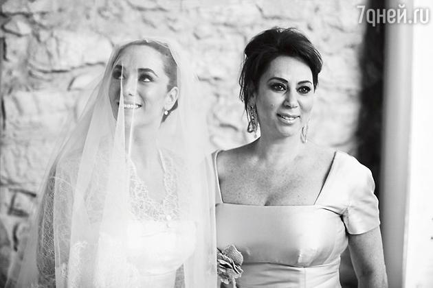 Алла Вербер с дочерью Екатериной в день ее свадьбы. 2010 год