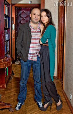 Алексей с женой Еленой в московской квартире