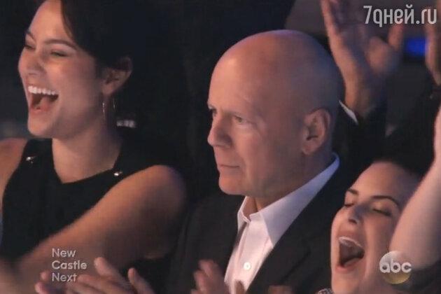 Брюс Уиллис и Деми Мур пришли на ТВ-шоу вместе с дочерьми