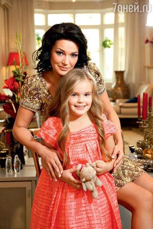 Юлия Абдулова с дочерью
