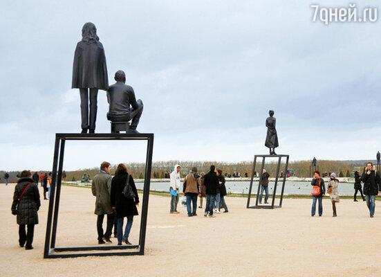 Осенью 2009-го Ксавье Вейан установил во внутреннем дворе замка скульптуры самых знаменитых архитекторов мира