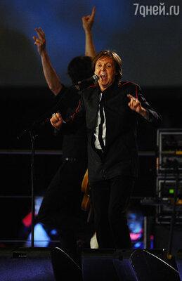 ...и легендарной песней «The Beatles» «Hey, Jude» в исполнении сэра Пола Маккартни