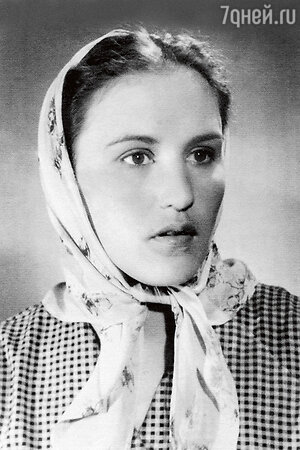Нонна Мордюкова. 1945 г.
