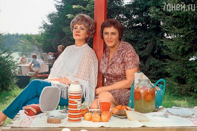 Алла Ларионова и Нонна Мордюкова в фильме «Семья Ивановых». 1975 г.
