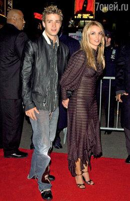 Тимберлейк сохранил дружеские отношения со всеми своими бывшими девушками. С Бритни Спирс на премьере ее фильма «Перекрестки» (февраль 2002 г.)...