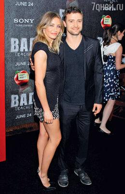 ...и с Камерон Диас на премьере их совместной комедии «Очень плохая училка» (июнь 2011 г.)