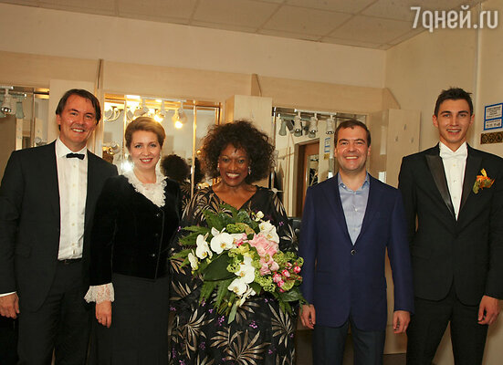 Открытие фестиваля не смогли пропустить даже премьер-министр Дмитрий Медведев и его супруга.После окончания концерта Дмитрий и Светлана Медведевы встретились с Джесси Норман и Евгением Винтуром, чтобы лично поблагодарить певицу и автора фестиваля