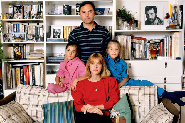 Вера Глаголева и Родион Нахапетов с дочерьми Аней (справа) и Машей. 1987 г.