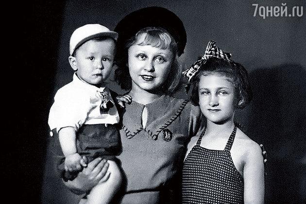 Янина Жеймо с детьми: дочерью Яниной и  сыном Юликом